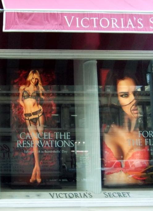 NYのバレンタインならではのお店のディスプレイいろいろ_b0007805_1150630.jpg