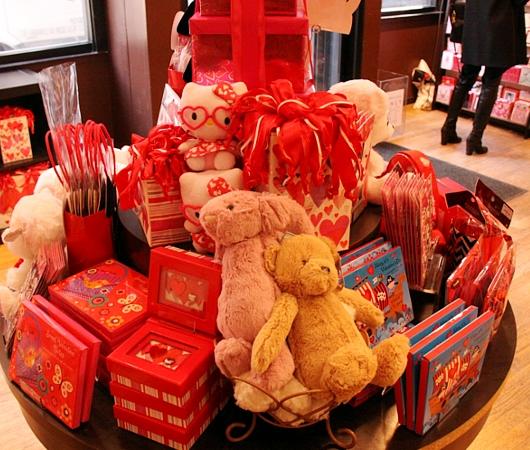 NYのバレンタインならではのお店のディスプレイいろいろ_b0007805_1151994.jpg
