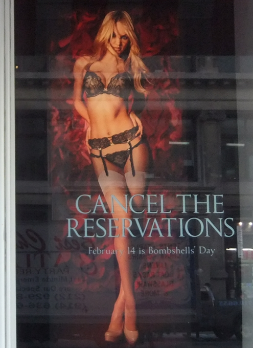 NYのバレンタインならではのお店のディスプレイいろいろ_b0007805_11533329.jpg