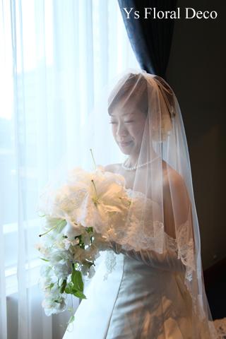 白ユリのキャスケードブーケ ウェスティンホテル東京さんへ_b0113510_545035.jpg