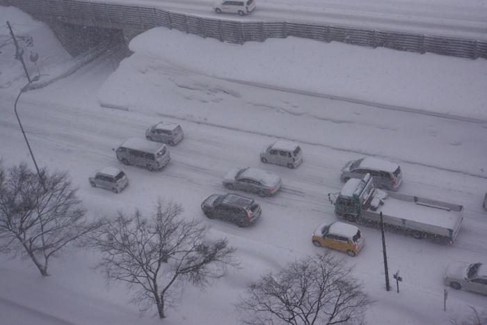 雪道の車間距離_c0182775_1985152.jpg