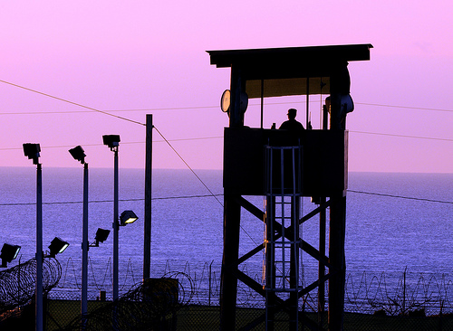 拷問など反人道的な国は北朝鮮だけではない。米軍のグアンタナモ収容所でも拷問が行われている_d0174710_2332797.jpg