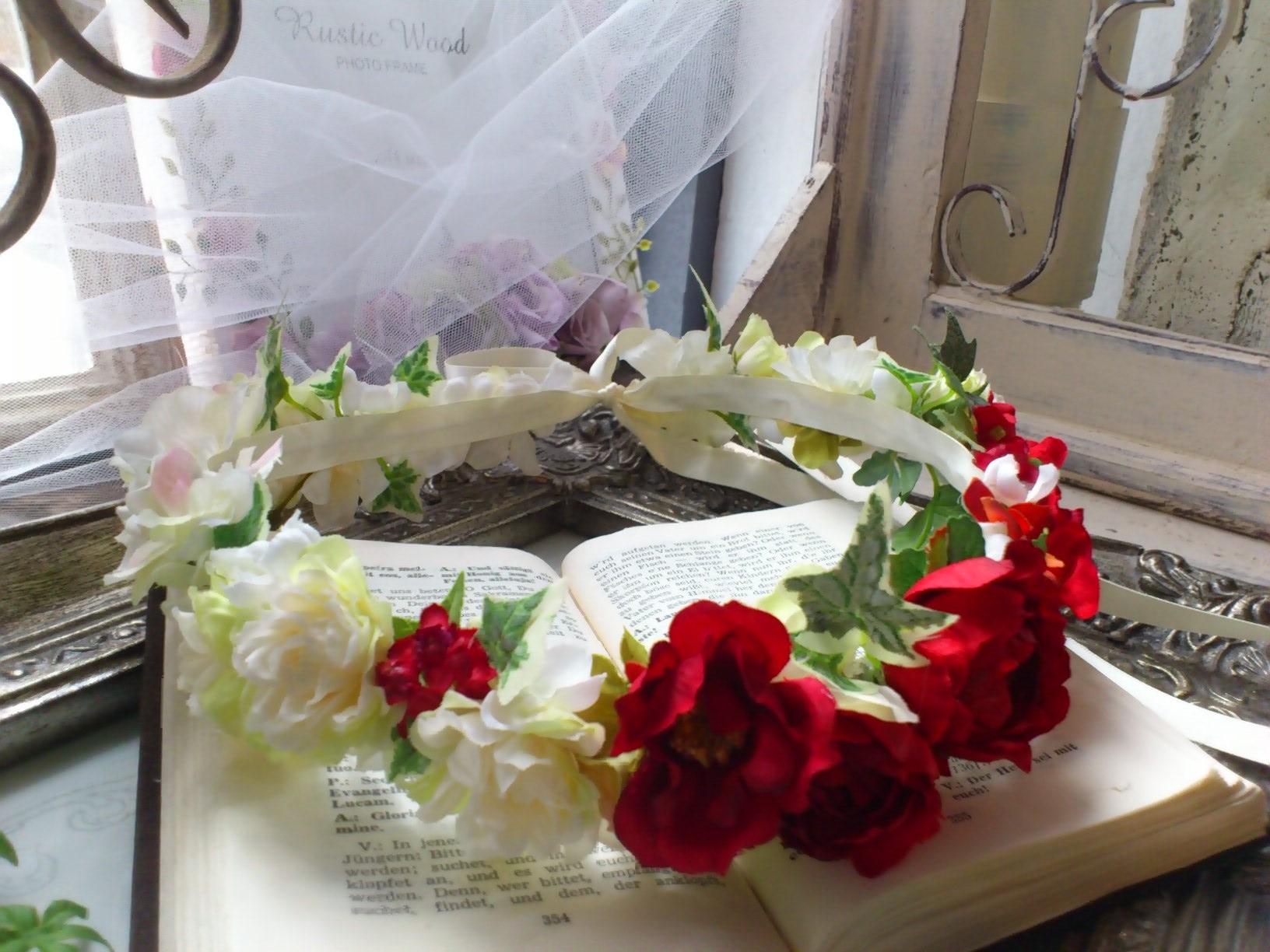 ホワイト&レッドの花冠とフラワーブレス_e0128024_05200905.jpg
