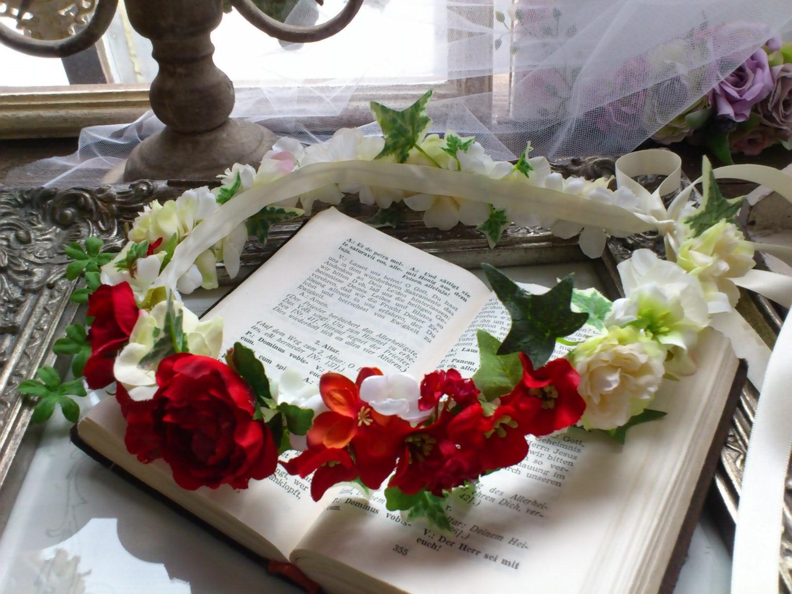ホワイト&レッドの花冠とフラワーブレス_e0128024_05203508.jpg