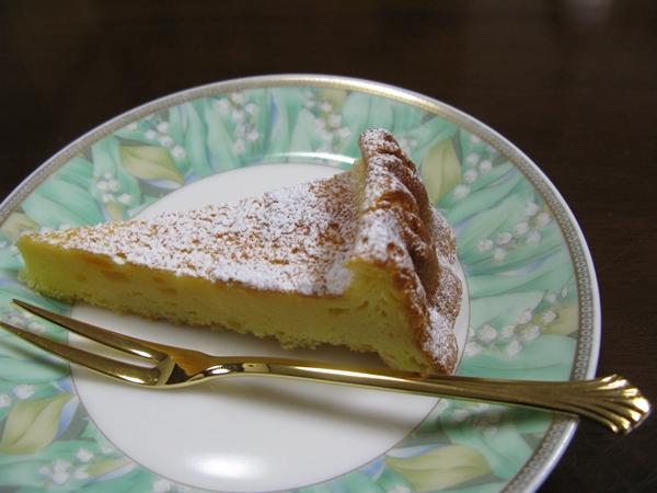 チーズケーキ(レモンピール入り)_f0129726_2239023.jpg