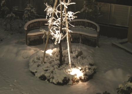 ベンチの上は、フワフワの真っ白なクッションです!_f0029571_2345911.jpg