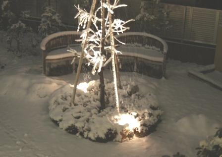 ベンチの上は、フワフワの真っ白なクッションです!_f0029571_23474041.jpg