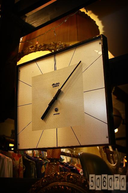 1960s シンプルデザイン 愛知時計の機械式掛時計_e0243096_17441329.jpg