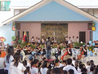 【UUUプロジェクト3日目】スラム地域の公立小学校での演奏_e0030586_844475.jpg