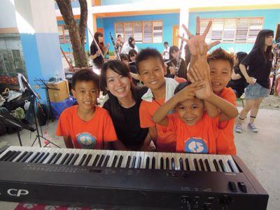 【UUUプロジェクト3日目】スラム地域の公立小学校での演奏_e0030586_8444985.jpg