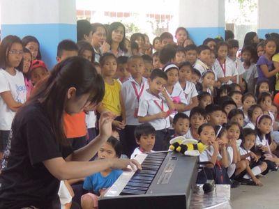 【UUUプロジェクト3日目】スラム地域の公立小学校での演奏_e0030586_8445138.jpg
