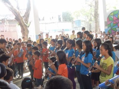 【UUUプロジェクト3日目】スラム地域の公立小学校での演奏_e0030586_8445365.jpg