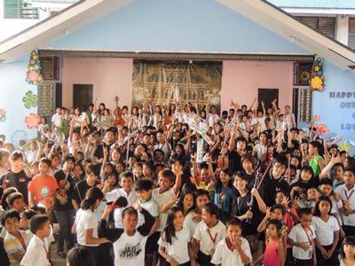 【UUUプロジェクト3日目】スラム地域の公立小学校での演奏_e0030586_8445535.jpg