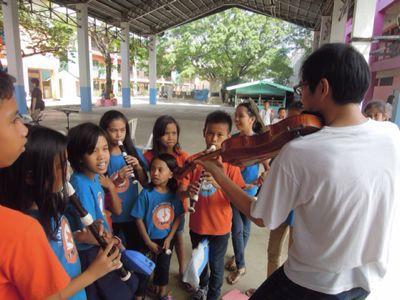 【UUUプロジェクト3日目】スラム地域の公立小学校での演奏_e0030586_8445749.jpg
