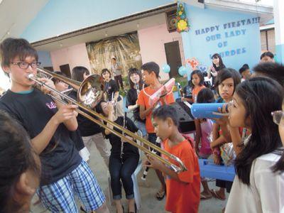 【UUUプロジェクト3日目】スラム地域の公立小学校での演奏_e0030586_8445984.jpg