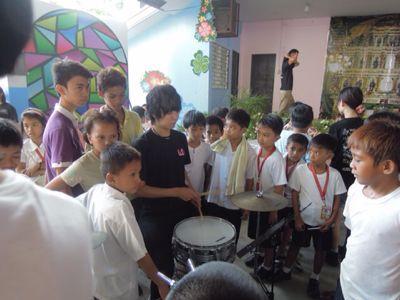【UUUプロジェクト3日目】スラム地域の公立小学校での演奏_e0030586_845029.jpg