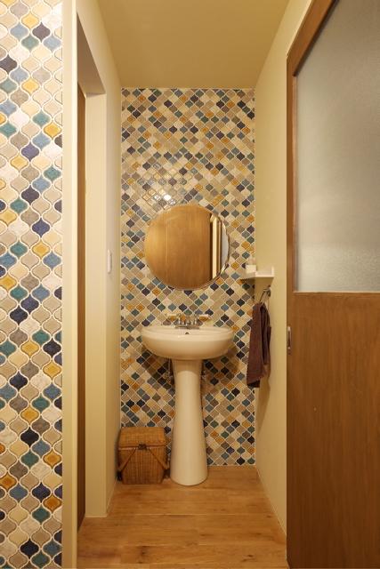 古家リノベーション 大阪/空堀の家/玄関横の洗面スペースのようすです。_d0111714_1683838.jpg