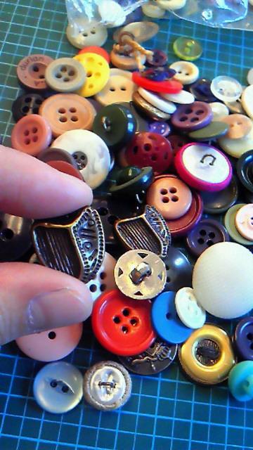 ボタンどれ使おうかナー。_d0256914_14515458.jpg