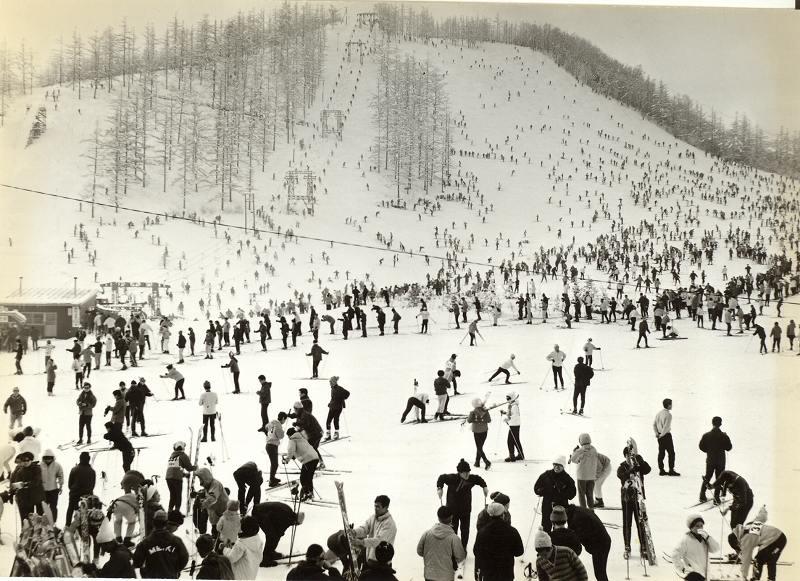 昭和30年代の休日のスキー場風景_a0057828_1245877.jpg