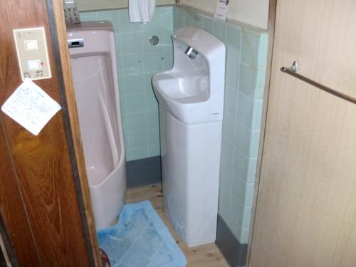 廿日市市 T様邸・トイレ手洗い工事_d0125228_0112314.jpg