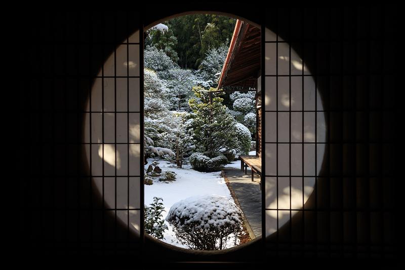 【額縁光景・その11】雪舟の庭の雪(芬陀院)_f0155048_23153027.jpg