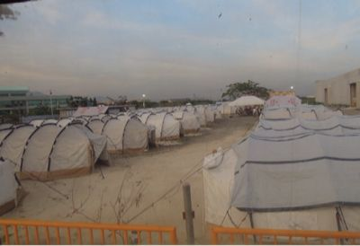 【UUUプロジェクト4日目】台風被災地レイテ島タクロバンからの避難所「テントシティ」へ_e0030586_8213068.jpg