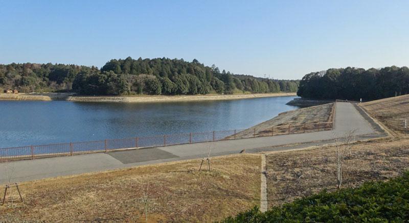 東金ダム湖畔の太陽光発電所_b0114798_1725222.jpg