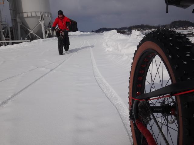 ファットバイクで雪遊び 2014年2月_c0132901_20504082.jpg