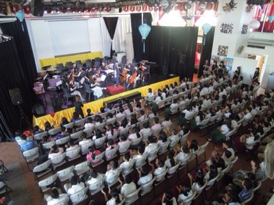 【UUUプロジェクト5日目】フィリピン・セブ地元中学校5校を招待してのコンサート_e0030586_95446.jpg