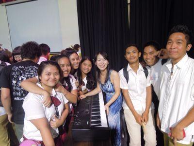 【UUUプロジェクト5日目】フィリピン・セブ地元中学校5校を招待してのコンサート_e0030586_95677.jpg