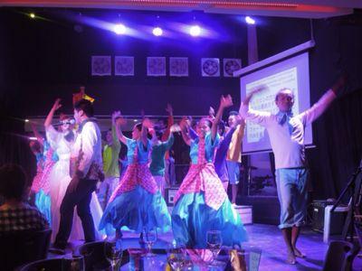 【UUUプロジェクト5日目】フィリピン・セブ地元中学校5校を招待してのコンサート_e0030586_9577.jpg