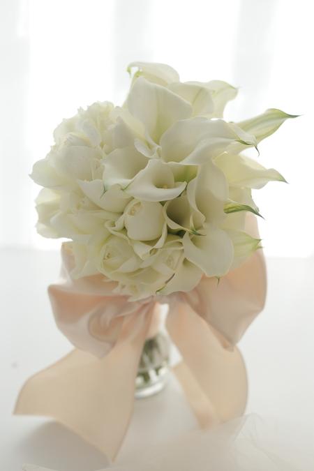 クラッチブーケ 帝国ホテル様へ カラーとバラだけで _a0042928_1045735.jpg