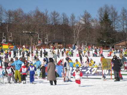 昭和30年代の休日のスキー場風景_a0057828_10105033.jpg