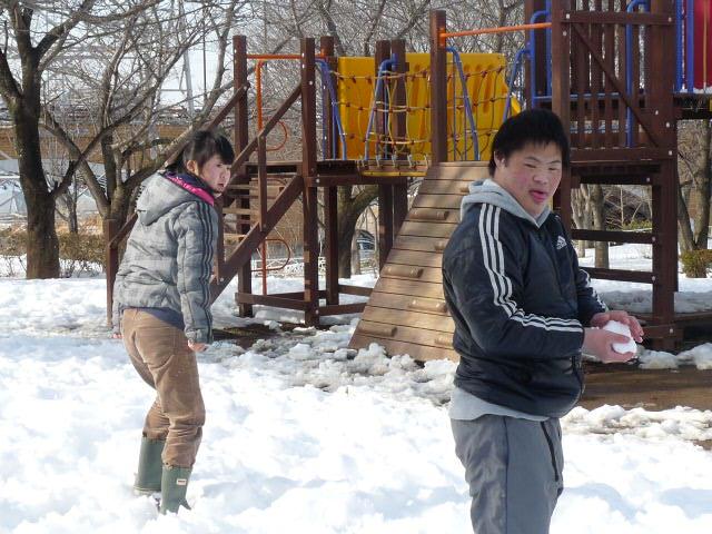 「雪遊び」_c0214657_18585448.jpg