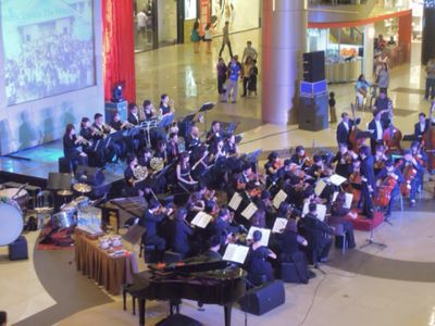 【UUUプロジェクト7日目-2】セブフィルハーモニックオーケストラとUUU、子供達との共演!_e0030586_15335833.jpg