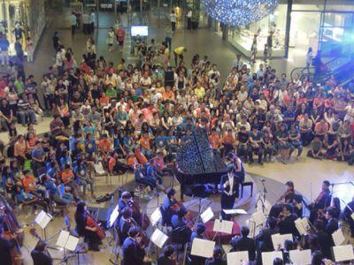 【UUUプロジェクト7日目-2】セブフィルハーモニックオーケストラとUUU、子供達との共演!_e0030586_1534242.jpg