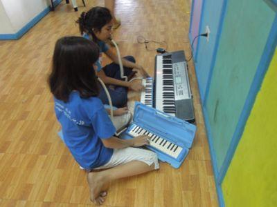 【7日目-1】スラム地域に暮らす子供達のための音楽教室_e0030586_3264357.jpg