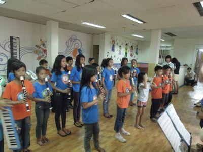 【7日目-1】スラム地域に暮らす子供達のための音楽教室_e0030586_3264445.jpg