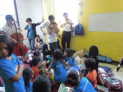 【7日目-1】スラム地域に暮らす子供達のための音楽教室_e0030586_3264967.jpg