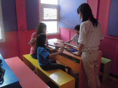 【7日目-1】スラム地域に暮らす子供達のための音楽教室_e0030586_3265128.jpg
