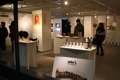 首都大学東京「グラフィックデザインスタジオ2014展」開催中です。_f0171840_13522295.jpg