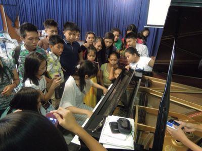 【UUUプロジェクト最終日】子供達への楽器ワークショップと最終コンサート_e0030586_1044581.jpg