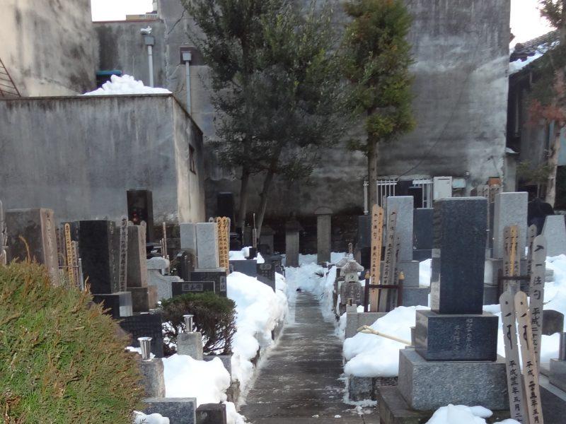 雪の置き場がないので 石屋さんが秘密兵器を_e0187286_00280759.jpg