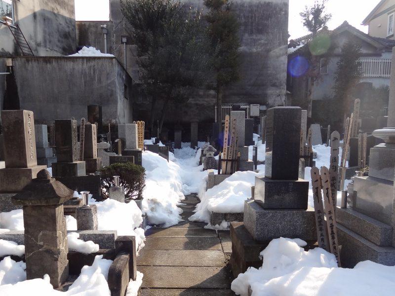 雪の置き場がないので 石屋さんが秘密兵器を_e0187286_00280792.jpg