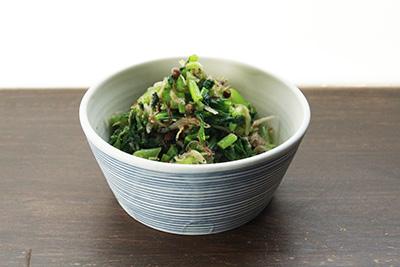 セロリと桜海老の魚醤風味と、蕪の葉とちりめん山椒のごま油炒め_e0205196_16304810.jpg
