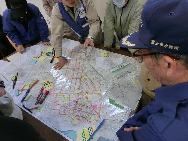 いろいろな考え方が参考になる 富士南地区避難所開設・運営訓練_f0141310_784727.jpg