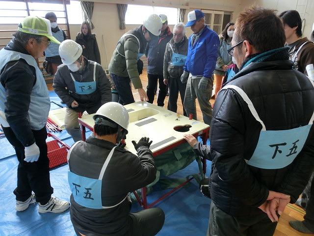 いろいろな考え方が参考になる 富士南地区避難所開設・運営訓練_f0141310_7954.jpg