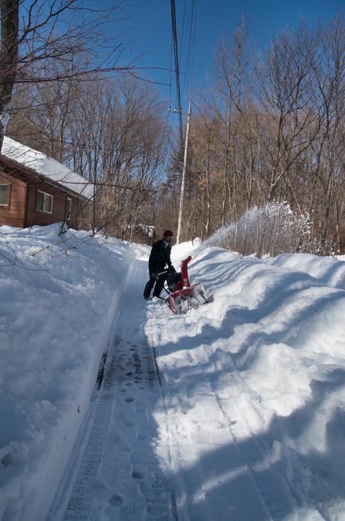 記録的大雪から9日目、自力でやっと車を出す_c0137403_20475175.jpg