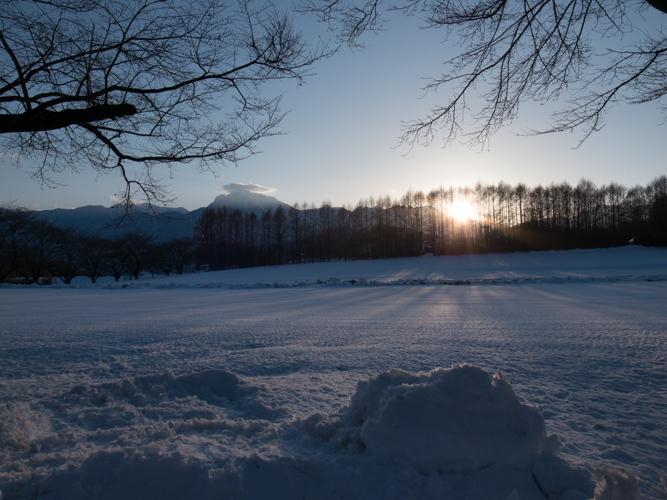 記録的大雪から9日目、自力でやっと車を出す_c0137403_2132076.jpg