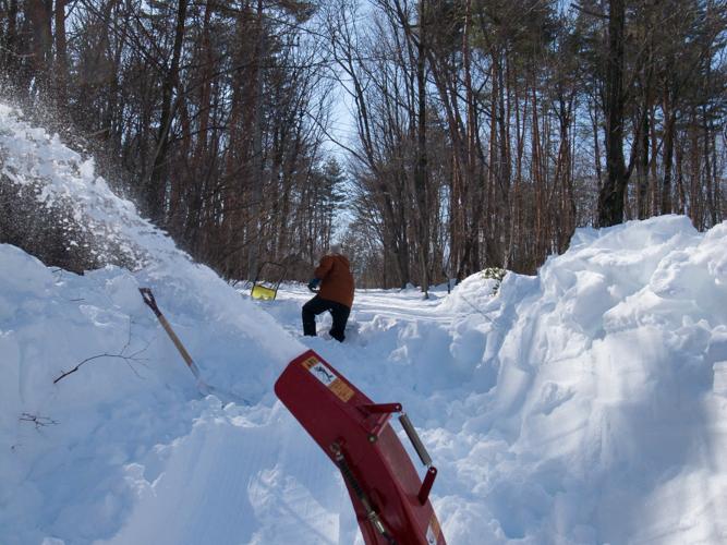 記録的大雪から9日目、自力でやっと車を出す_c0137403_2172912.jpg
